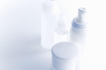 基礎化粧品の白い容器