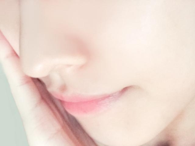 女性の頬と口元